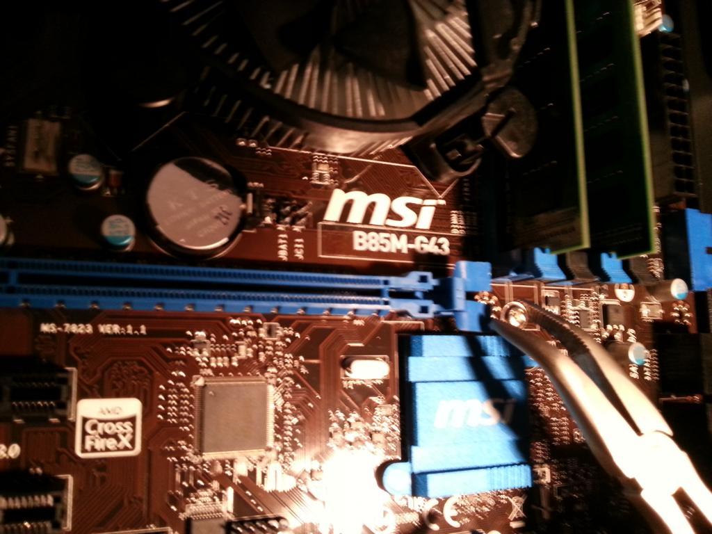 Haswell PC selber bauen | Mainboard einbauen