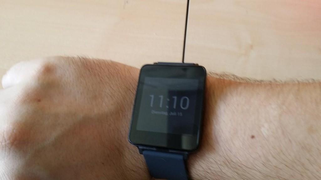 LG G Watch ausgepackt und angelegt