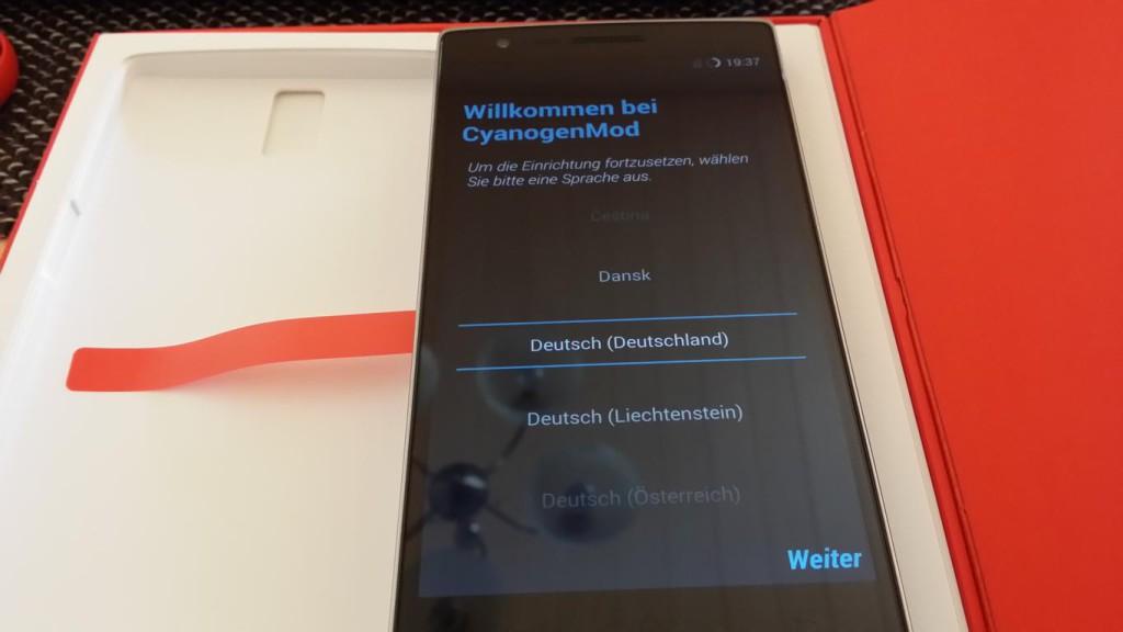 OnePlus One   eingeschaltet und ohne Gelbstich
