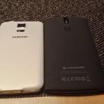 Vergleich OnePlus One und Galaxy S5 von hinten