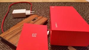 OnePlus Two ausgepackt mit Zubehör