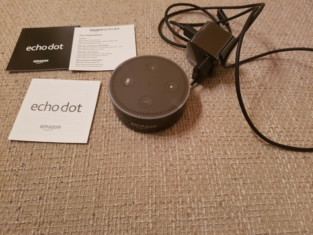 Amazon Echo Und Echo Dot Sprachassistent Alexa Furs Wohnzimmer Im